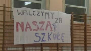 16-02-2017 13:17 Uratowali szkołę i naukę języków. Koniec strajku rodziców w gimnazjum nr 19 w Łodzi