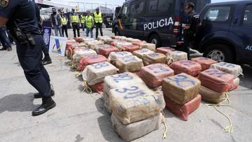 15-05-2017 15:45 Ponad 5,5 tony kokainy. Hiszpańska policja znalazła narkotyki na statku