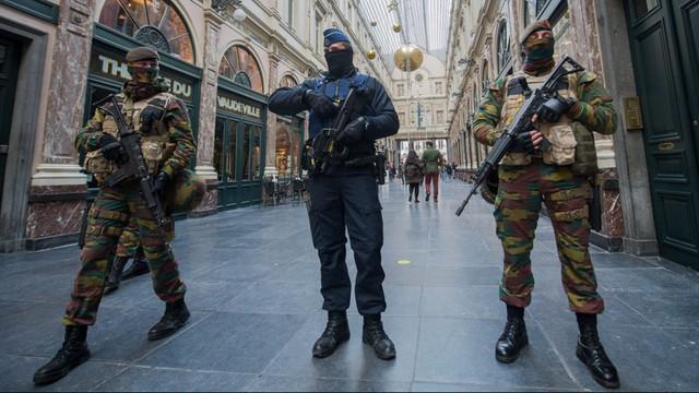Belgia: W centrum Brukseli trwa operacja policyjna. Policja ostrzega: Odsuńcie się od okien