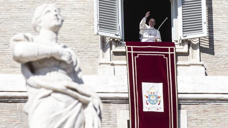 Papież: święci są wzorami do naśladowania