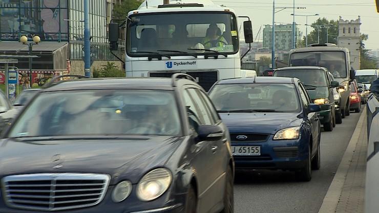 Średnio 3350 zł rocznie traci z powodu korków polski kierowca z dużego miasta