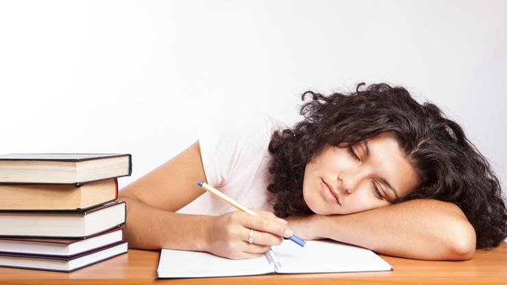 Sjesta w godzinach pracy może być powodem zwolnienia. Decyzja włoskiego Sądu Najwyższego