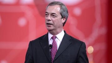 Wyprowadził Wielką Brytanię z UE, a teraz stoi w kolejce w ambasadzie Niemiec. Po co? - pytają media