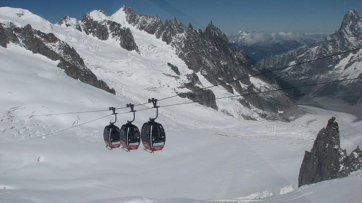 110 osób utknęło w kolejce górskiej pod Mont Blanc. Uwięzieni w wagonikach