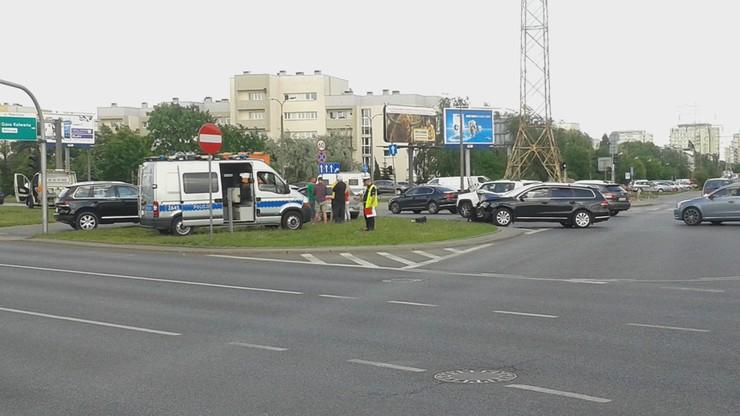 Kolizja na warszawskiej ulicy. Chwila nieuwagi i doszło do kontaktu