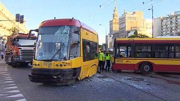 16-06-2017 13:38 Prokuratura prowadzi śledztwa ws. zderzeń autobusów z tramwajem w Warszawie