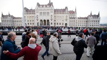 """10-10-2016 14:26 KE zaniepokojona zawieszeniem węgierskiej gazety """"Nepszabadsag"""""""