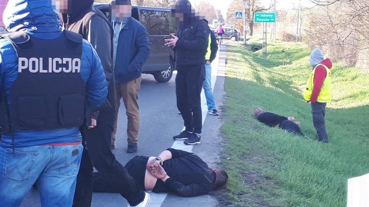 Groźby i próba najechania na policjanta samochodem. Areszt dla złodziei aut