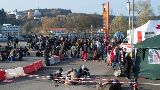 Niemcy: nie ustają ataki na azylantów i podpalenia ośrodków