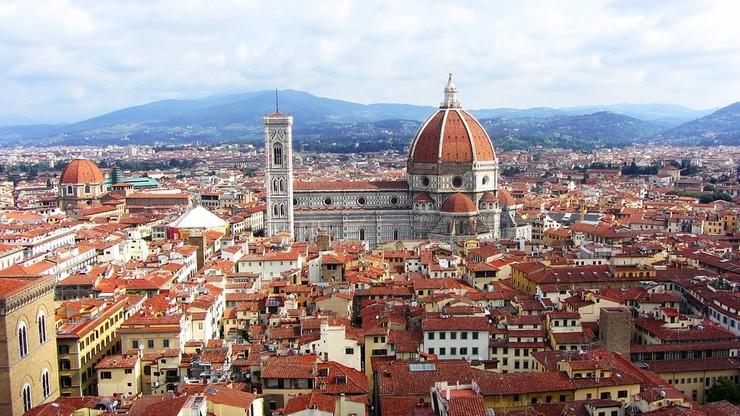 Florencja walczy z piknikami przy zabytkach. Schody i chodniki będą mokre