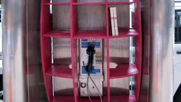 25-03-2016 05:38 Włochy: mini-biblioteka w budce telefonicznej