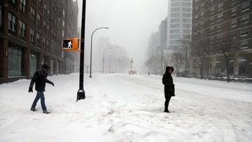 23-01-2016 21:10 Nowy Jork wstrzymał ruch samochodów. Śnieżyca sparaliżowała miasto