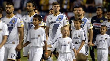 2015-11-29 Krzyżakiem zza linii końcowej! Hiszpan z LA Galaxy szaleje na treningu (WIDEO)