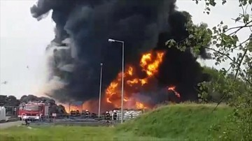 15-05-2017 05:56 Ogromny pożar składu opon w Krośnie Odrzańskim. Nagranie od widza