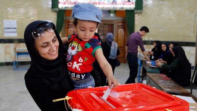 Iran: koalicja prezydenta Hasana Rowhaniego wygrała wybory parlamentarne
