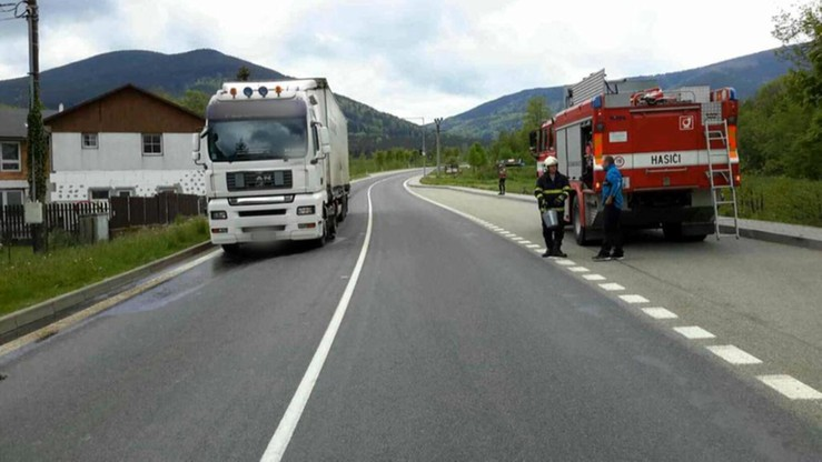 Polski kierowca wjechał w Czechach na remontowaną drogę. Spowodował straty warte niemal 900 tys. zł