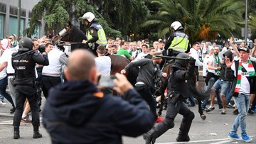 18-10-2016 20:20 Kibice Legii starli się z policją przed stadionem Realu. Interweniowały konne jednostki