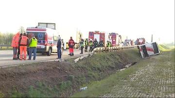 25-04-2017 11:31 Wypadek na autostradzie A2. Autobus zjechał z nasypu