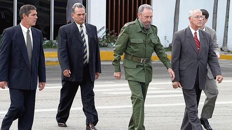 Ładunek wybuchowy w muszli lub skażony skafander. Ujawniono, jak USA planowały zabić Fidela Castro