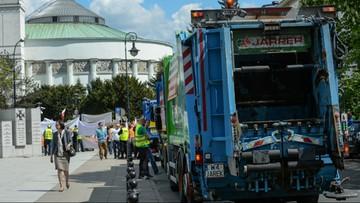 Śmieciarki przed Sejmem. Protest branży odpadowej
