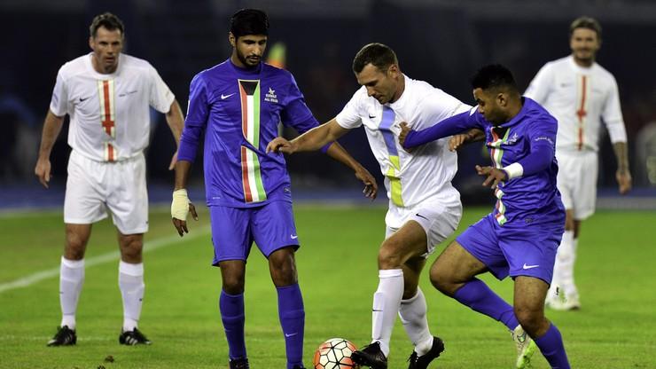 Gwiazdy zlekceważyły FIFA i zagrały w Kuwejcie