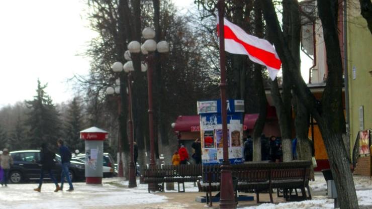 Białoruś: opozycja wywiesiła flagi z okazji 25-lecia rozpadu ZSRR