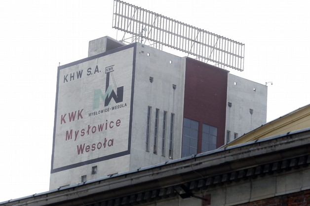 Ratownicy w kopalni Mysłowice-Wesoła próbują usuwać rozlewisko