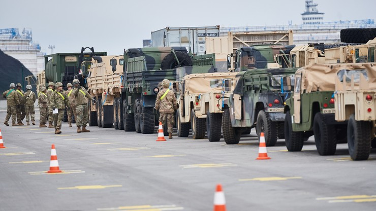 US Army rozładowuje ciężki sprzęt w Gdańsku