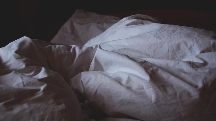 Okradziony podczas snu. Stracił nawet pościel i firanki