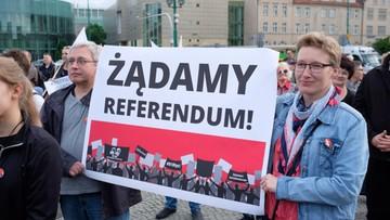 """26-05-2017 20:49 """"910 tys. Żądamy referendum"""". Manifestacje przeciw reformie edukacji"""