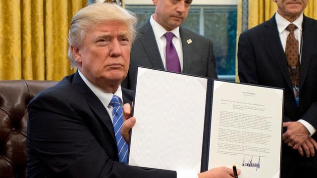 Będzie nowy dekret antyimigracyjny Trumpa. Nie obejmie Iraku i uchodźców z Syrii