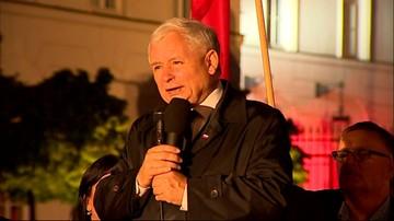 """10-08-2016 21:48 """"Ci, którzy obrażają, ciągle chcą obrażać"""". Kaczyński na obchodach kolejnej miesięcznicy katastrofy smoleńskiej"""