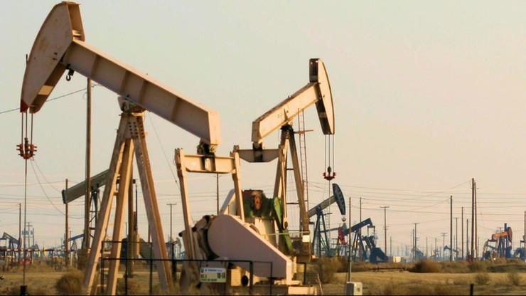 Nadwyżki benzyny spadają, więc ropa drożeje
