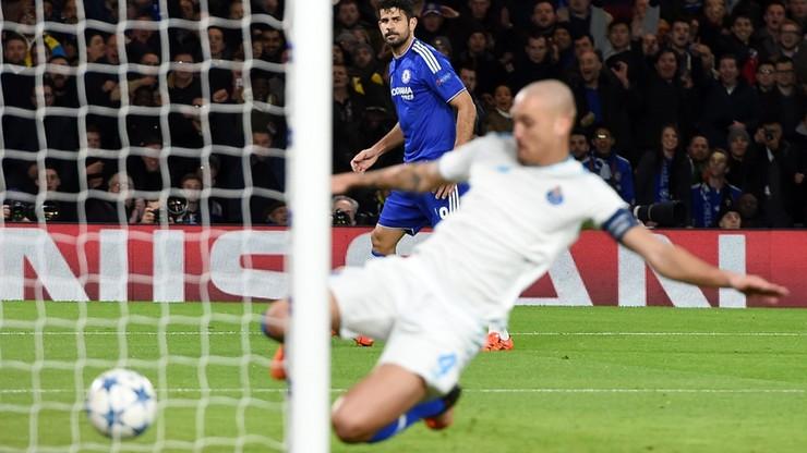 Own goal znowu strzela dla Chelsea! Kuriozalny samobój Marcano (WIDEO)