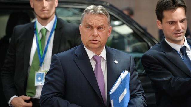 Węgry: Viktor Orban grozi zamknięciem granicy z Serbią