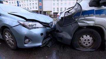 13-04-2017 11:25 Zderzenie sześciu aut i radiowozu na warszawskiej Ochocie. Są ranni