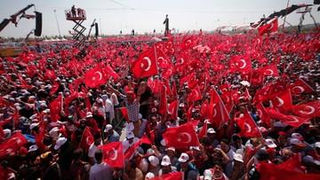 """07-08-2016 19:06 """"Każ nam zginąć, a zginiemy!"""" Turcy manifestują poparcie dla Erdogana"""
