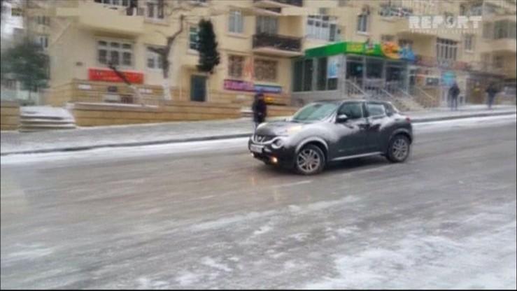 Azerbejdżan: kierowcy bezradni na oblodzonych ulicach