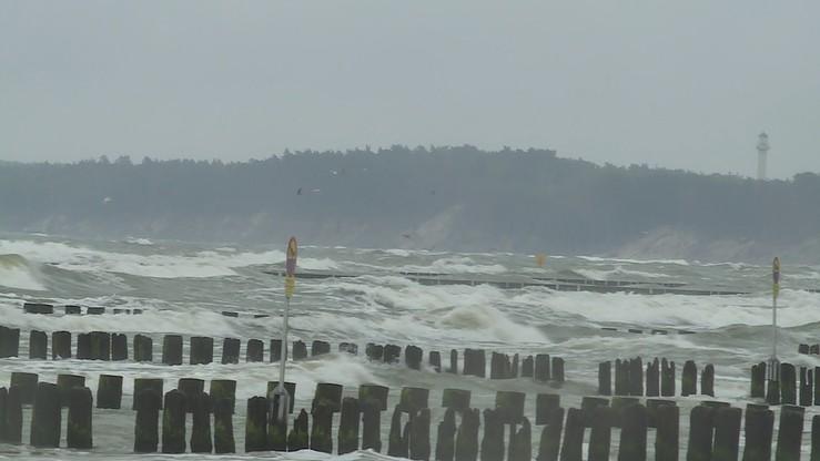 Burze, intensywne opady i porywy wiatru. Ostrzeżenie dla Wybrzeża