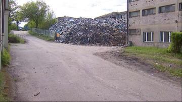 Śmieci miały być wywożone, a są składowane. Muchy i smród przeszkadzają mieszkańcom