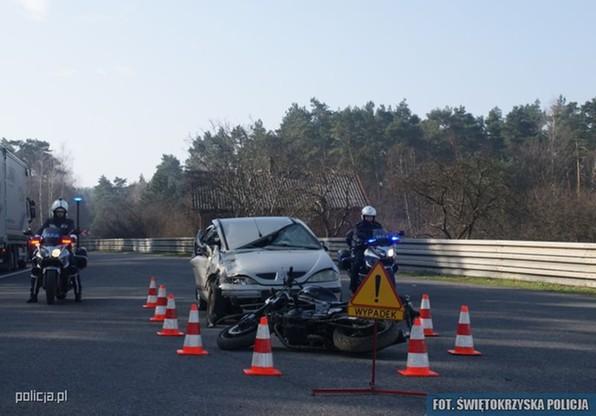 Śmierć z kosą i rozbity samochód. Kolejna akcja policji