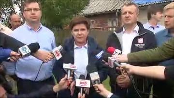 """2017-08-19 """"Nikt nie zostanie pozostawiony bez pomocy"""". Premier odwiedziła rodzinę poszkodowaną przez nawałnicę"""