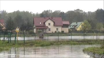 Stan rzek w Opolskiem przekroczył poziom ostrzegawczy. Strażacy w gotowości
