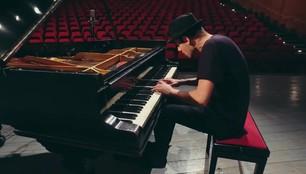 Pianista szybki jak błyskawica. Peter Bence wystąpił w Szczecinie