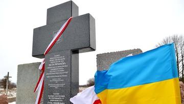 26-02-2017 19:42 Pod odnowionym krzyżem w Hucie Pieniackiej uczczono pamięć Polaków