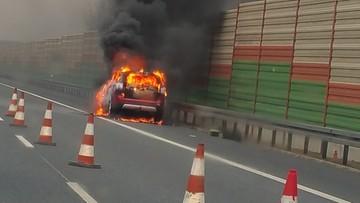04-02-2016 17:08 Łódzkie: samochód spłonął  na autostradzie A2