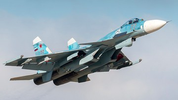 Rosyjski Su-33 rozbił się podczas lądowania na lotniskowcu. Pilot zdołał się katapultować