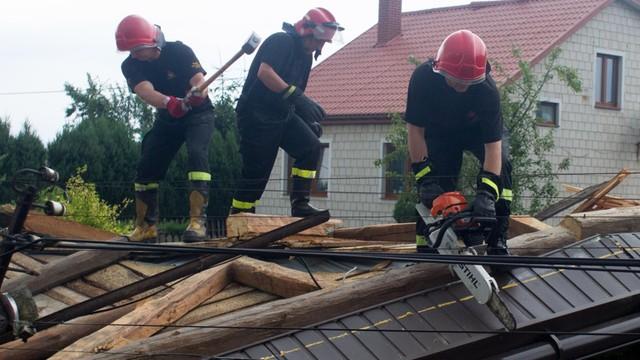 Śląskie: po nawałnicach zniszczonych 80 budynków; 11 tys. odbiorców bez prądu