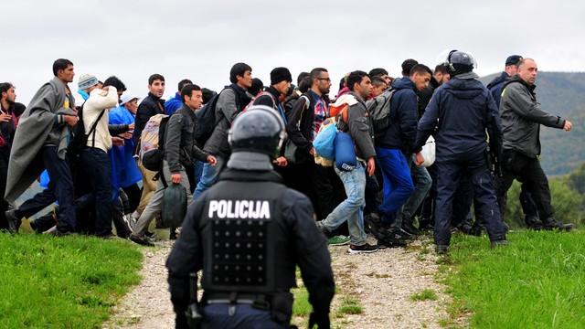 Słowenia: w poniedziałek przybyło 5 tysięcy migrantów