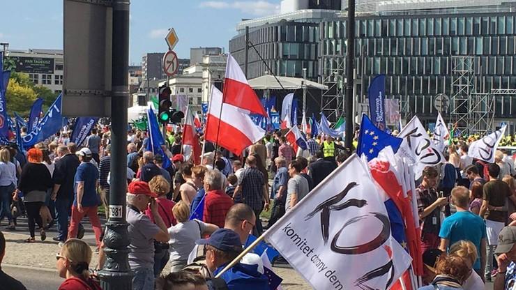 Marsz KOD i opozycji przeszedł ulicami Warszawy